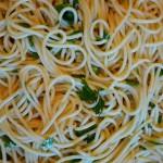 pasta with garlic and olive oil (Alio E Olio)